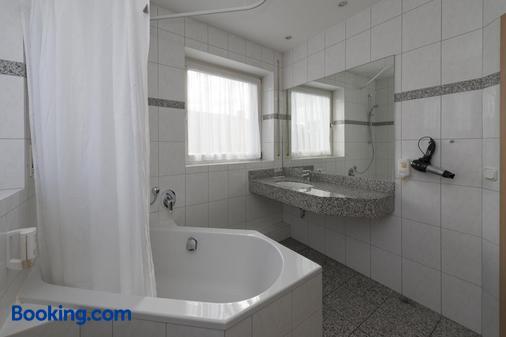 Hotel Gasthof Zum Storch - Schluesselfeld - Bathroom