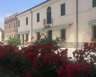 Azienda Agricola Le Colombare - Nogarole Rocca - Building