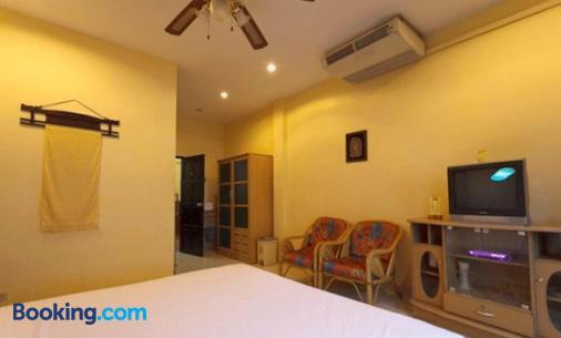 Metro Apartments - Pattaya - Bedroom