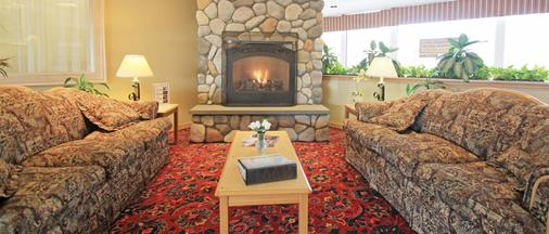 Fireside Inn & Suites - Portland - Living room