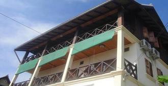 Villa Kingkham Riverside - Luang Prabang - Building