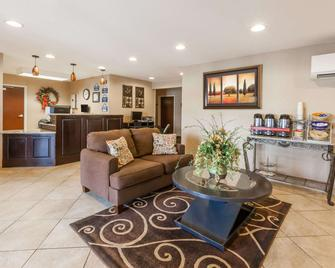 Days Inn by Wyndham Central City - Central City - Living room