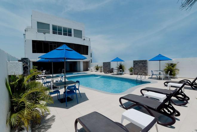 Howard Johnson by Wyndham Barranquilla Versalles - Barranquilla - Pool