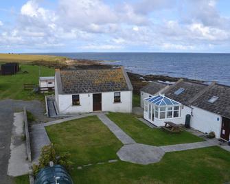 Ayres Rock Hostel & Campsite - Orkney - Building