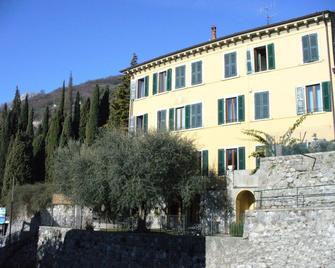 Hotel Tiziana Garnì - Gargnano - Building