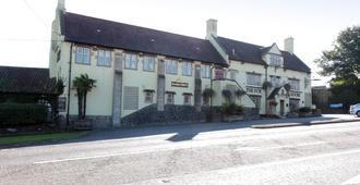Fox & Goose, Barrow Gurney by Marston's Inns - בריסטול