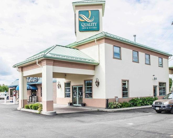 Quality Inn & Suites 1000 Islands - Gananoque - Κτίριο