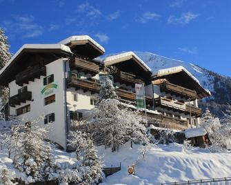 Jägerhof Geniesser & Wanderhotel - San Leonardo in Passiria - Building