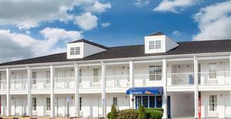 Baymont by Wyndham Brunswick GA - Brunswick