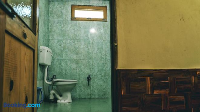 Nomads Hostel - Kasol - Bathroom