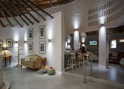 Protea Hotel by Marriott Oudtshoorn Riempie Estate - Oudtshoorn - Lobby