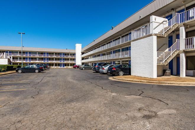 Motel 6 Little Rock West - Little Rock - Building