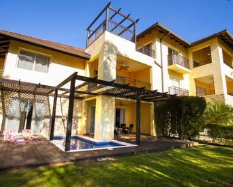 Casa Del Lago - Guayacanes - Building