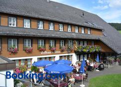 Hotel Zum Löwen - Unteres Wirtshaus - Titisee-Neustadt - Rakennus