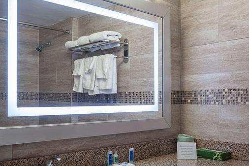 Rodeway Inn Meadowlands - Secaucus - Bathroom