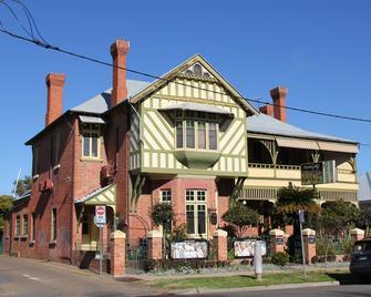 Mates Gully - Wagga Wagga - Building