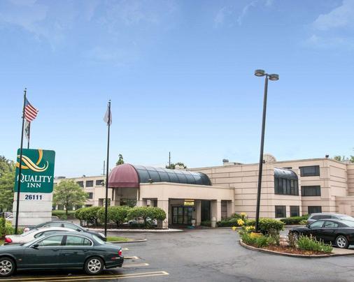 Quality Inn - Southfield - Building