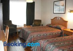 Claymore Inn And Suites - Antigonish - Bedroom