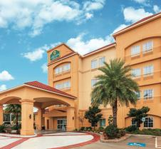 La Quinta Inn & Suites by Wyndham Houston Bush Intl Airpt E