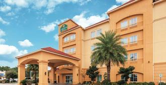 La Quinta Inn & Suites by Wyndham Houston Bush Intl Airpt E - האמבל