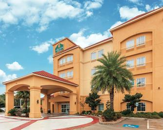 La Quinta Inn & Suites by Wyndham Houston Bush Intl Airpt E - Humble - Edificio