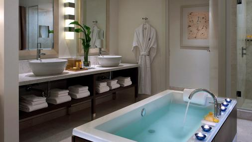 Kimpton EPIC Hotel - Miami - Bathroom
