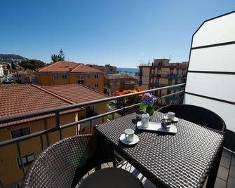 Hotel La Marina - San Bartolomeo al Mare - Balkon