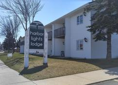 Harbor Lights Lodge - Kewaunee - Building