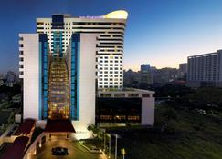 Avani Atrium Bangkok Hotel - Bangkok - Zwembad