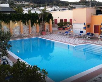 Hotel LE Macine - Santa Cesarea Terme - Pool