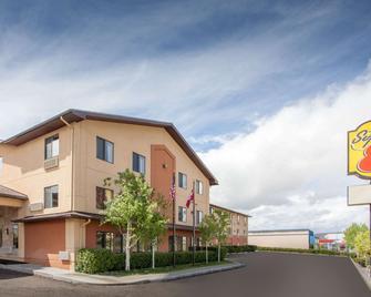 Super 8 by Wyndham Butte MT - Бутт - Building