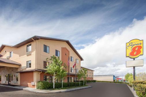 Super 8 by Wyndham Butte MT - Butte - Building