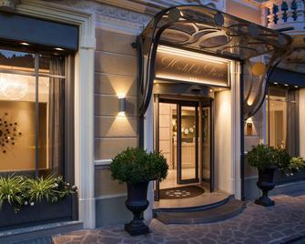 Hotel Dei Fiori - Alassio - Building