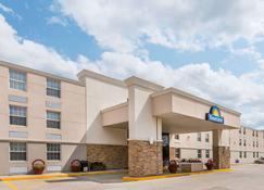 Days Inn by Wyndham Gillette - Gillette - Building
