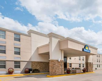Days Inn by Wyndham Gillette - Gillette - Building