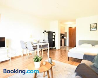 Charming studio with direct access to the thermal Baths of Saillon - Saillon - Bedroom