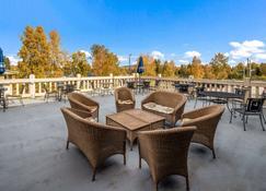 Clarion Hotel and Suites Fairbanks near Ft Wainwright - Fairbanks - Balkon