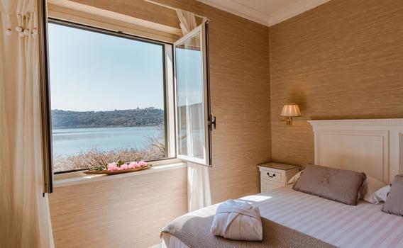 Hotel La Culla del Lago da 81 € (1̶1̶7̶ ̶€̶). Castel ...
