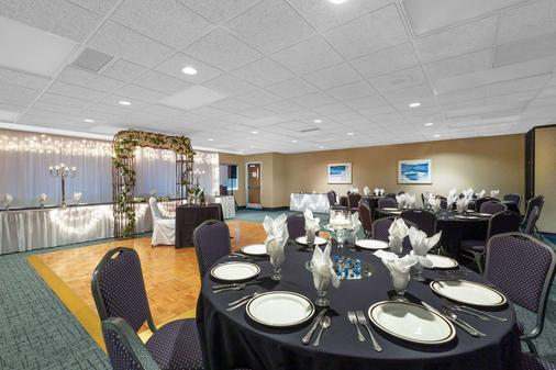 Baymont by Wyndham Des Moines Airport - Des Moines - Banquet hall