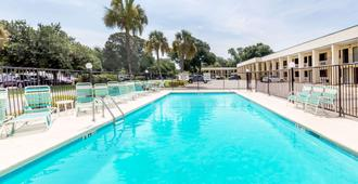 Days Inn by Wyndham Little River - Little River - Pool