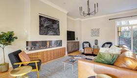 Luxe Family Getaway - Pool Table - Denver - Living room