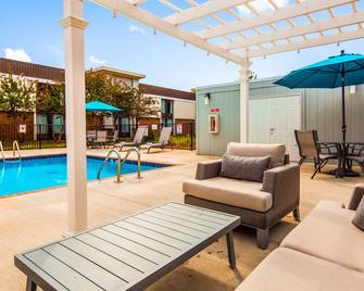 Best Western Plus Yadkin Valley Inn & Suites - Jonesville - Pool