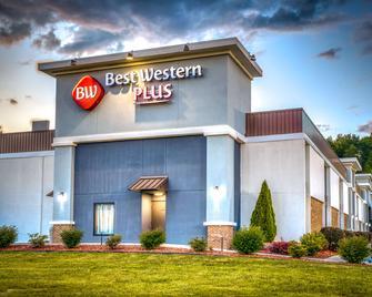 Best Western Plus Yadkin Valley Inn & Suites - Jonesville - Building