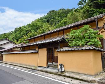 Yuzuriha - Oda - Vista del exterior