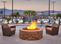 Holiday Inn Express & Suites Mesquite - Mesquite - Pool