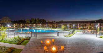 Wyndham Lancaster Resort & Convention Center - Lancaster - Piscina