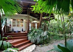Hotel Aguas Claras - Puerto Viejo de Talamanca - Vista del exterior