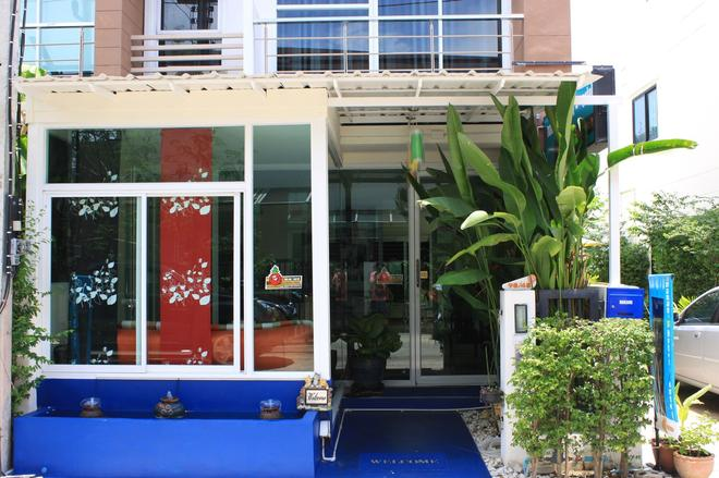 Ananas Phuket Hostel - Phuket City - Building