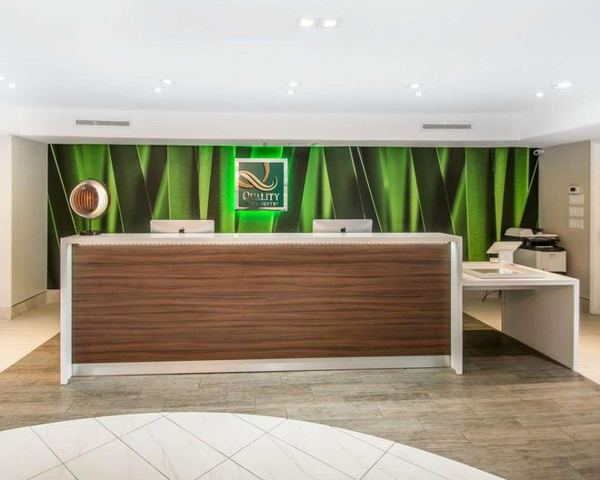 Quality Inn & Suites By the Parks - Kissimmee - Front desk