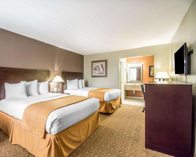 Quality Inn & Suites By the Parks - Kissimmee - Bedroom